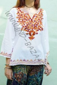Белая индийская рубашка с вышивкой