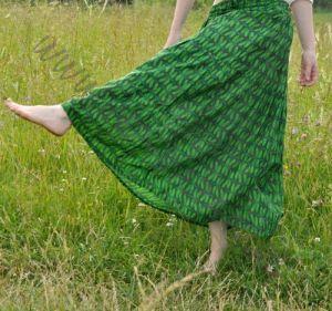 Длинная зелёная юбка со стрекозами